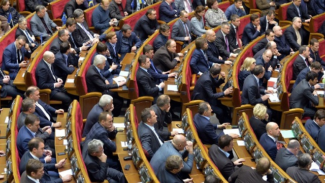 مجلس النواب الأوكراني يناقش إعلان عفو في البلاد.. والمعارضة تعتبر رحيل الحكومة خطوة أولى فقط