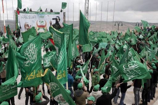 حماس تدعو عباس لوقف المفاوضات مع اسرائيل وتنفي تفويضه بـ