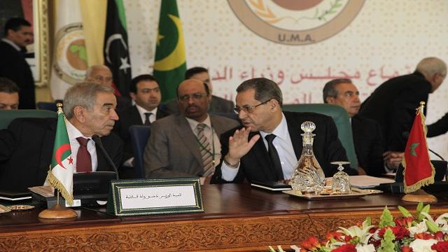 نذر أزمة دبلوماسية مغربية جزائرية بسبب 70 لاجئا سوريا