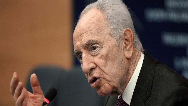 بيريز يحذر من انهيار المفاوضات مع الفلسطينيين ويدعو لايجاد حل نهائي