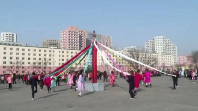 بالفيديو: مواطنو كوريا الشمالية يحتفلون بقدوم السنة القمرية الجديدة