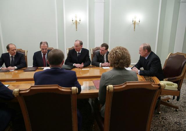 بوتين يبحث مع اعضاء مجلس الامن الروسي الوضع في سورية واوكرانيا