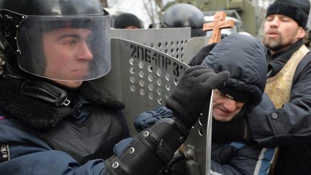 الجيش الأوكراني يدعو يانوكوفيتش إلى اتخاذ خطوات عاجلة من أجل استقرار الوضع في البلاد