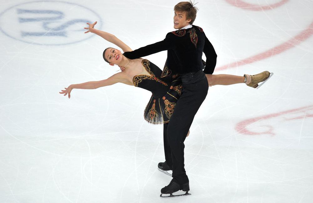 بالصور .. الزوجي الروسي يفوز بفضية أوروبا للرقص الفني على الجليد