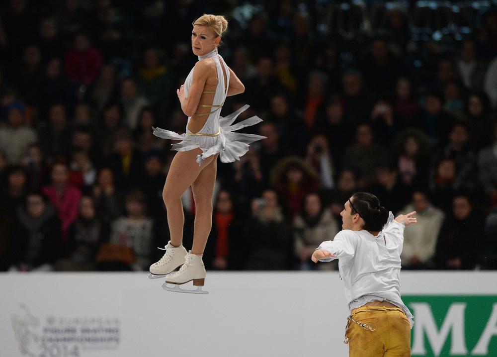 بالصور .. روسيا تحتكر منصة التتويج في بطولة أوروبا للتزلج الفني على الجليد