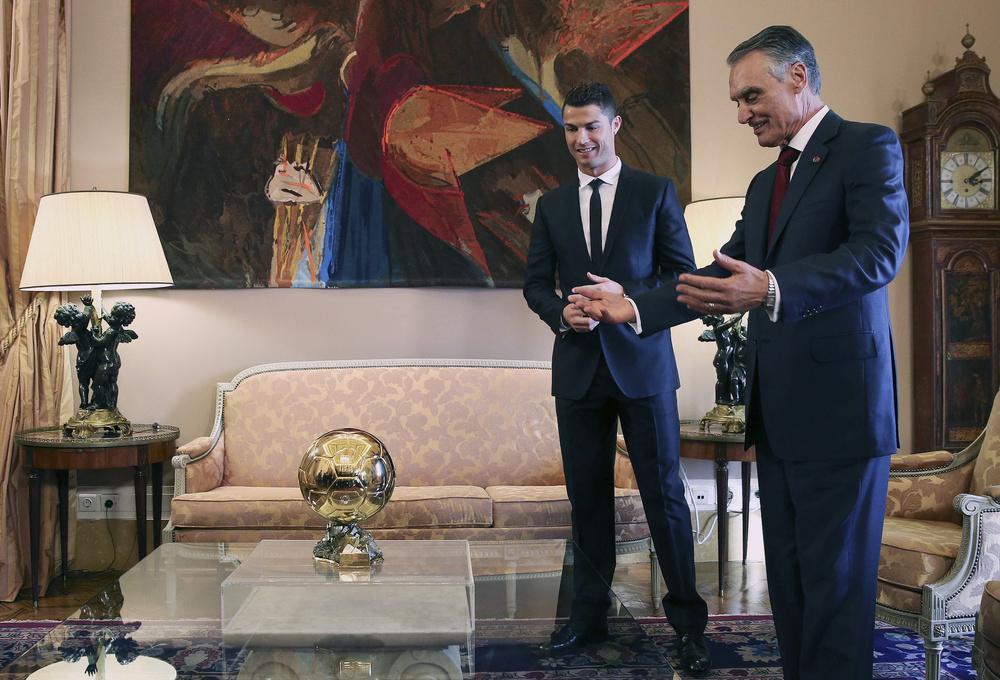 رونالدو يحصل على وسام