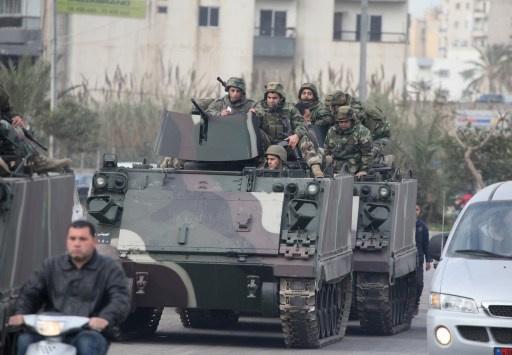 الجيش اللبناني يشتبك مع مسلحين قرب الحدود مع سورية