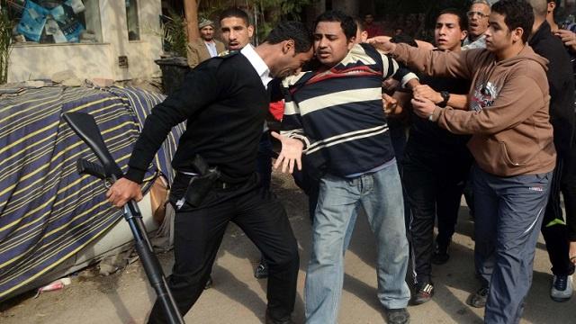 الحكم على 45 من مؤيدي مرسي بالسجن لمخالفتهم نظام التظاهر