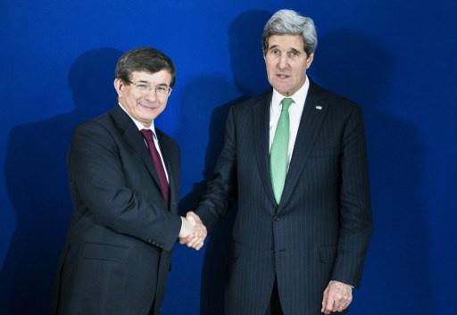 كيري واوغلو يشددان على ضرورة مناقشة بنود جنيف-1 من قبل طرفي النزاع السوري