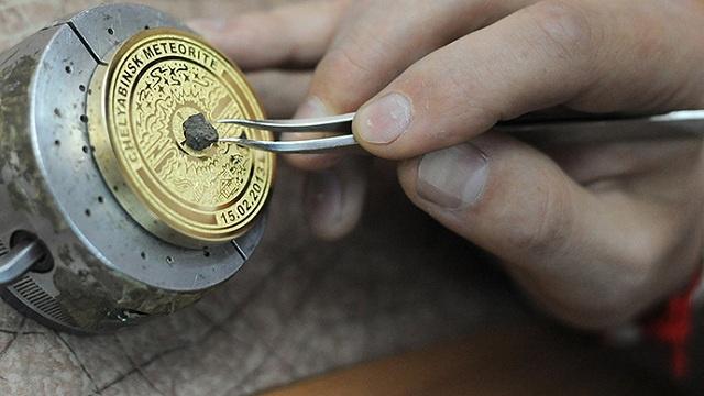 ميداليات للفائزين في أولمبياد سوتشي ترصع بقطع صغيرة من نيزك تشيليابينسك