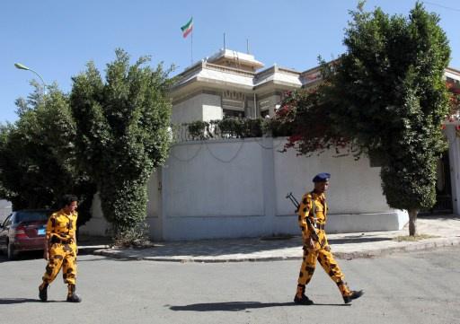مسؤول يمني يؤكد أن الدبلوماسي الإيراني المختطف على قيد الحياة