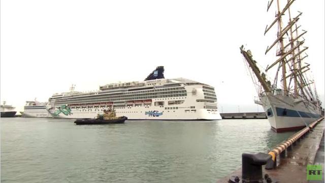 بالفيديو... سفينة سياحية (خمسة نجوم) تصل إلى مدينة سوتشي الروسية