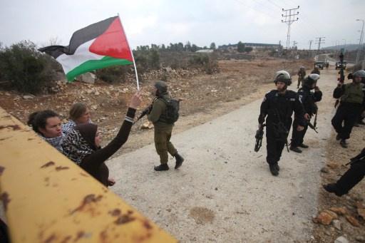 القوات الإسرائيلية تقتحم قرية أنشأها نشطاء في منطقة الأغوار