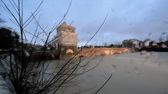 فيديو: الفيضانات والعواصف تغزو أوروبا