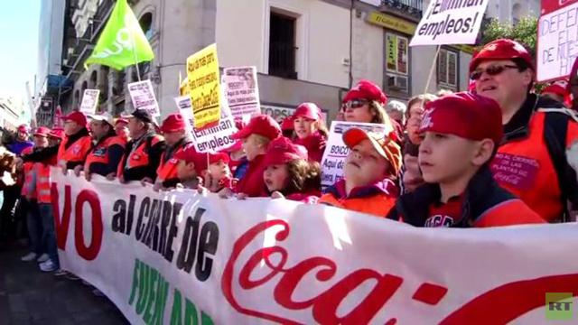 عمال كوكا كولا في إسبانيا يطالبون بالتأمين على وظائفهم (فيديو)