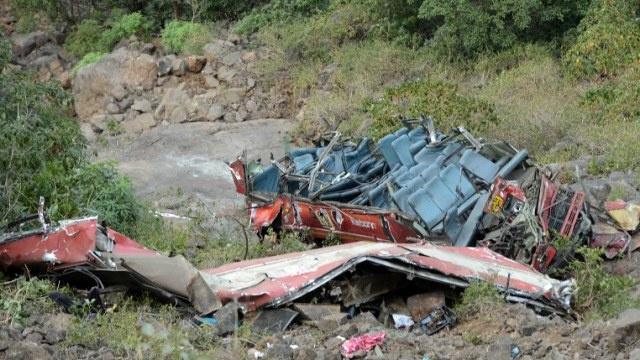 10 قتلى و35 جريحا نتيجة سقوط حافلة في واد غرب الهند