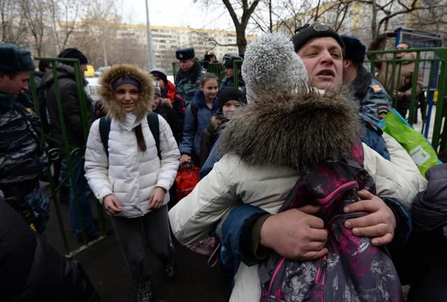 انتهاء أزمة الرهائن في مدرسة موسكو ومقتل شرطي ومدرس برصاص أحد التلاميذ