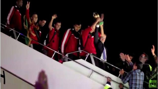 بالفيديو: المنتخب الليبي لكرة القدم يستقبل استقبال الأبطال