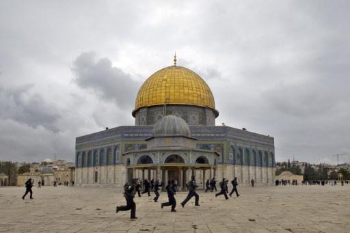 عناصر من المخابرات الإسرائيلية تقتحم مسجد قبة الصخرة