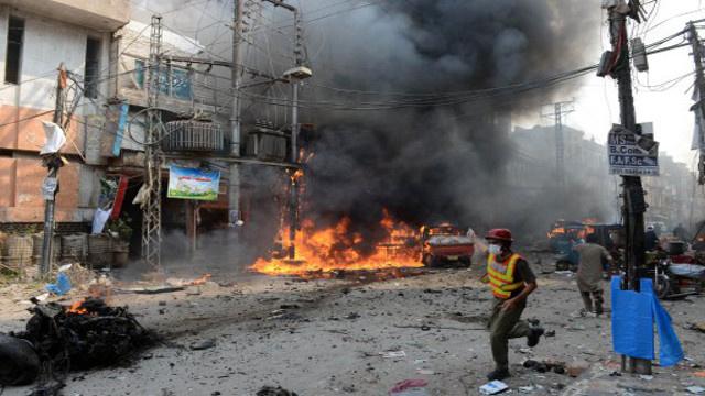 مقتل 8 أشخاص بتفجير انتحاري في مدينة بيشاور الباكستانية