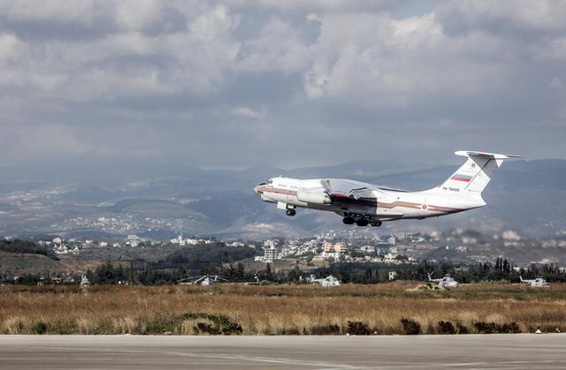 نقل 52 طنا من المساعدات الإنسانية الروسية إلى سورية