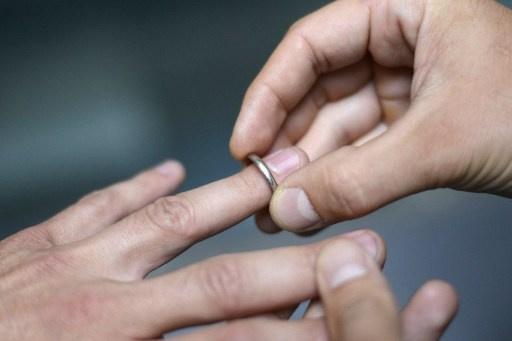 اسكتلندا تشرعن على زواج المثليين