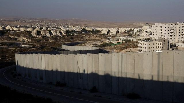 القضاء الإسرائيلي يطالب الجيش بتبرير مسار الجدار الفاصل في الضفة الغربية