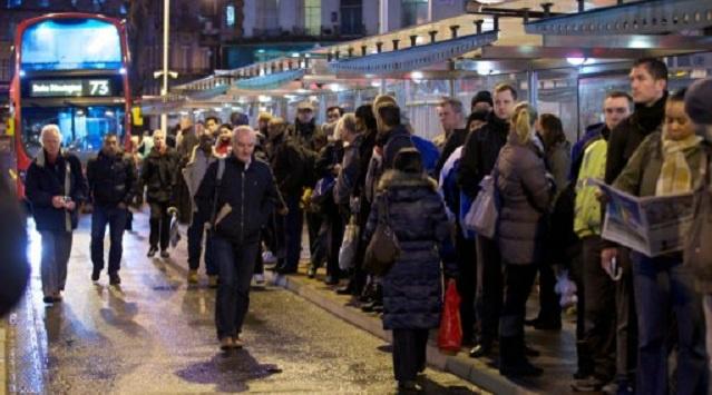 تعثر حركة القطارات في مترو أنفاق لندن بسبب إضراب العمال (فيديو)