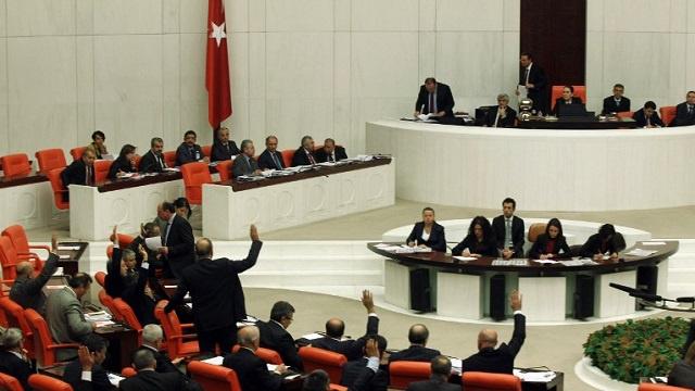 البرلمان التركي يقر قانونا لمراقبة الإنترنت