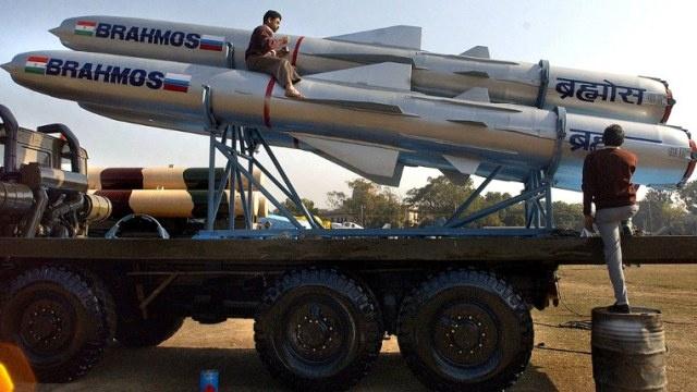 الهند تقوم بأول إطلاق لصواريخ