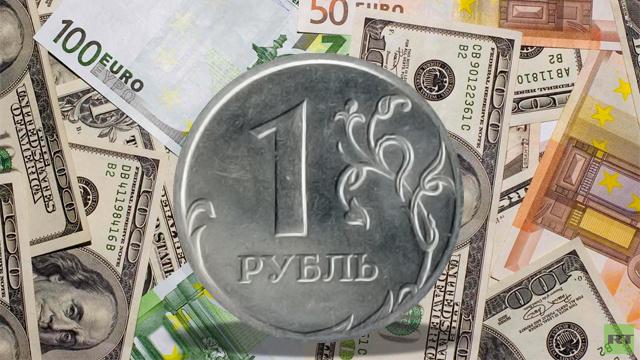الروبل يعزز موقعه أمام اليورو والدولار
