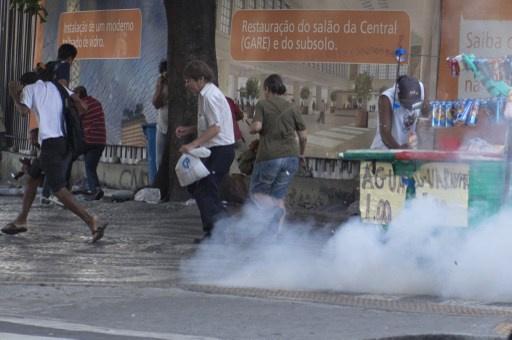 إصابة 7 أشخاص في اشتباكات بين الشرطة ومحتجين في ريو دي جانيرو (فيديو)