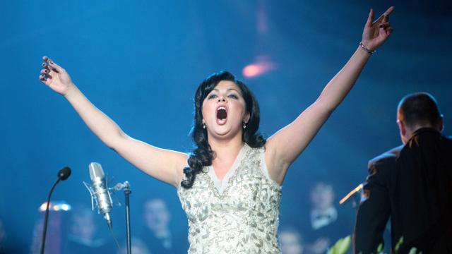 نيتريبكو تغني النشيد الأولمبي خلال مراسم افتتاح أولمبياد سوتشي-2014
