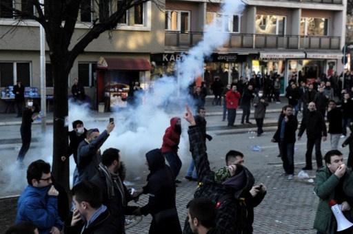 عشرات المصابين بتفريق تظاهرة طلابية في كوسوفو