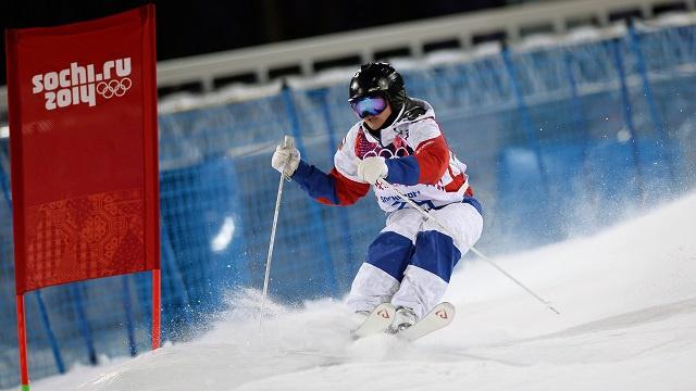 الرياضيون الروس يقدمون يد العون لمنافسيهم الألمان في سوتشي