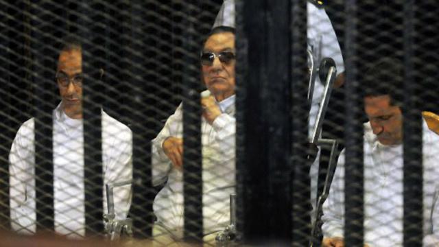 محكمة جنايات القاهرة تؤجل محاكمة مبارك إلى الأحد للاستماع إلى شهود