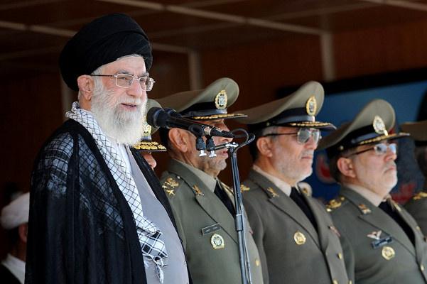 خامنئي: لا حلول وسط مع الدول