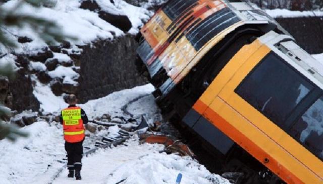 مقتل شخصين بينهما مواطنة روسية في حادث خروج قطار عن سكته في فرنسا (فيديو)
