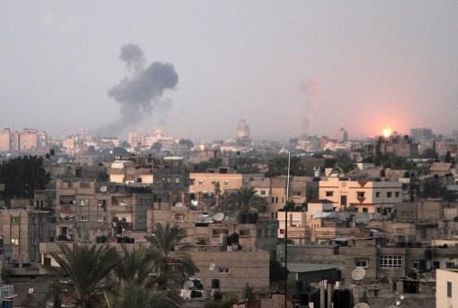 إصابة فلسطينييْن بغارة جوية إسرائيلية على دير البلح