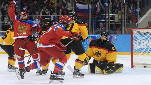 سيدات روسيا يعطلن الماكينات الألمانية بهوكي الجليد في سوتشي