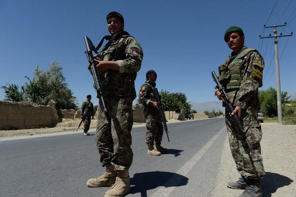 مقتل ثمانية جنود في انفجار قنبلة يدوية الصنع في أفغانستان