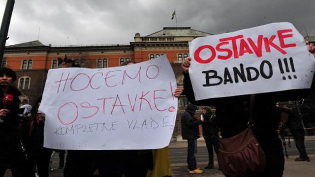 حزبان في الائتلاف الحاكم في البوسنة يطالبان بإجراء انتخابات تشريعية مبكرة