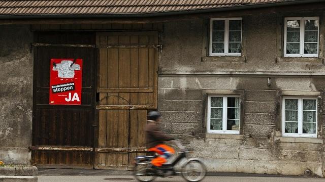 قلق أوروبي من تصويت السويسريين لصالح تقييد الهجرة الأوروبية