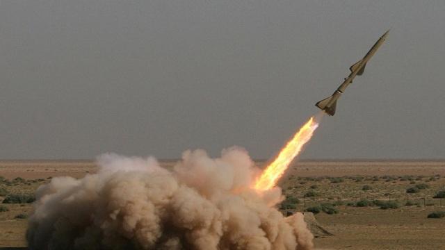 إيران تعلن نجاح اختبارها لصاروخين بالستيين جديدين