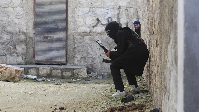 إنسحاب مقاتلي داعش من دير الزور السورية