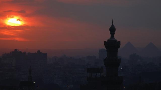 القاهرة ترفض الانتقادات الأوروبية بشأن الأوضاع الداخلية واستخدام القوة ضد المتظاهرين