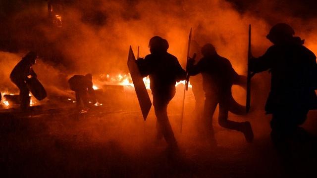 مقتل رجل أمن وأحد المحتجين في اشتباكات بمحافظة سيدي بوزيد