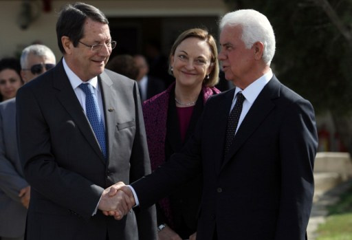 قادة قبرص اليونانيون والاتراك يؤيدون التوصل الى حل