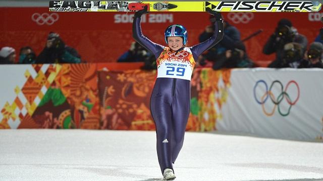 الألمانية فوغ تفوز بذهبية القفز من المنصة الأولمبية