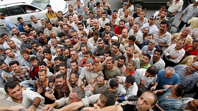تباين في معدلات البطالة بين غزة والضفة الغربية